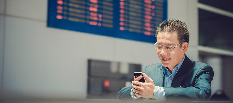 vietnamese-businessman-using-smartphone-at-airport
