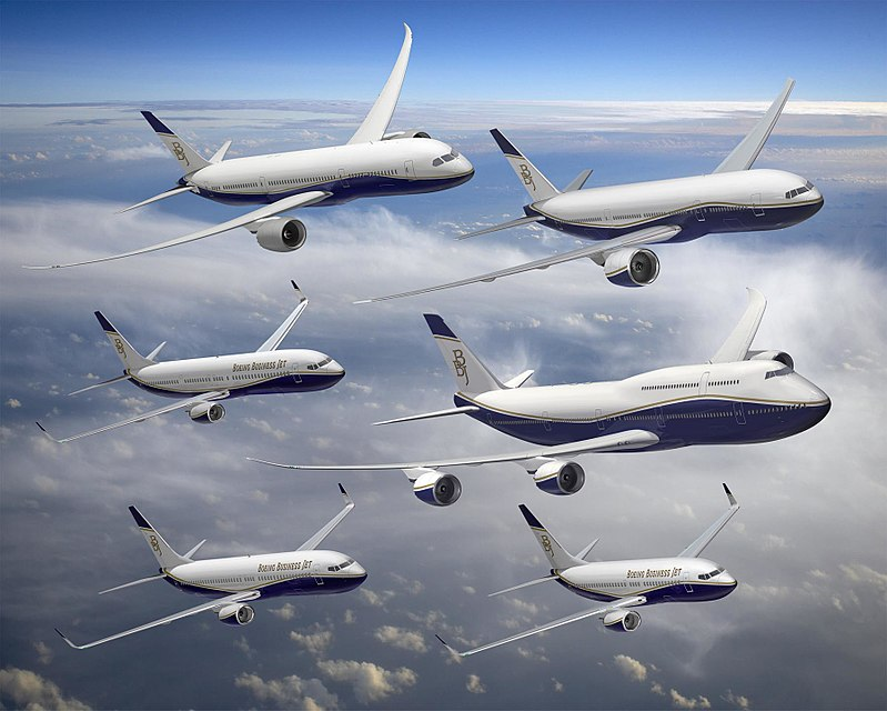 800px-Boeing's_commercial_aircraft_in_BBJ_livery (2)
